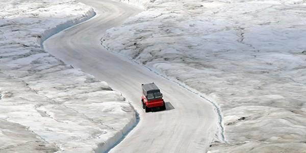 Ice Explorer sobre el glaciar Athabasca
