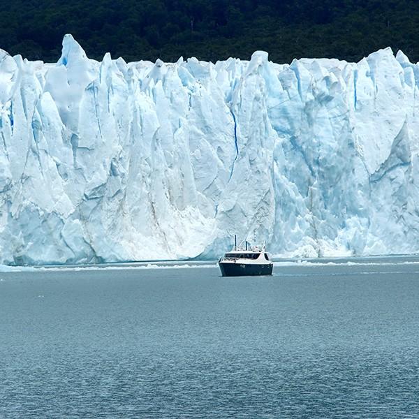 Safari naútico por el glaciar Perito Moreno en Patagonia Argentina