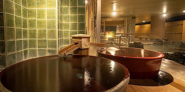 Baño onsen en el Hotel Associa, Takayama, Japón