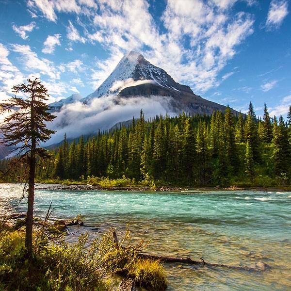 Monte Robson en las Montañas Rocosas de Canadá