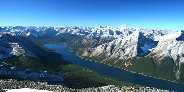 Sobrevuelo de aventura en helicóptero en las Rocosas de Canadá