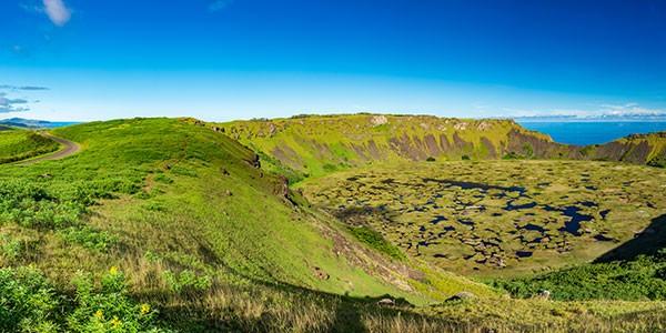 Cráter volcán Rano Kau en Isla de Pascua Chile