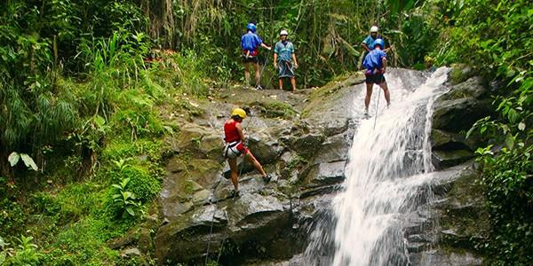 Barranquismo y rápel en Costa Rica