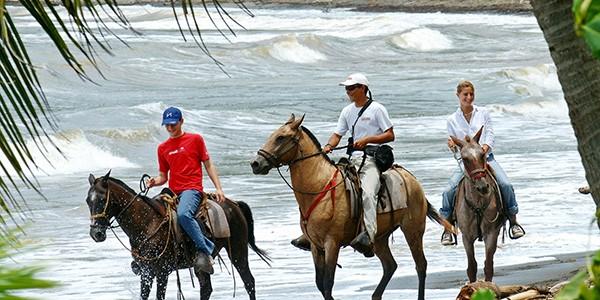 Paseo a caballo por la playa en Puerto Viejo, Costa Rica