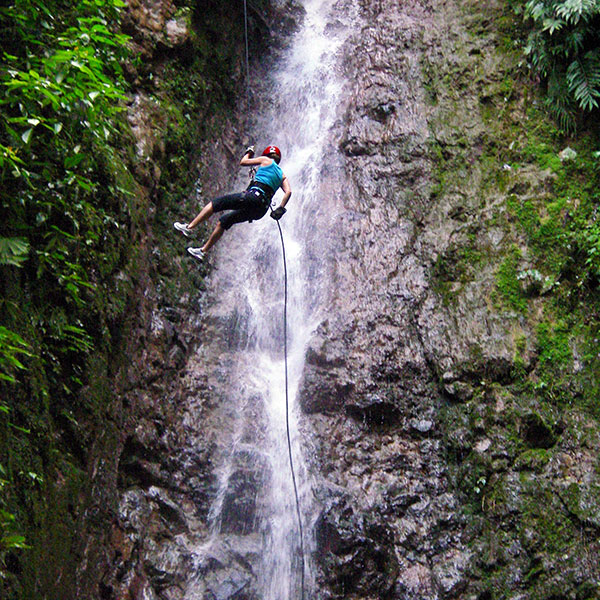 Rápel, barranquismo y escalada, una aventura en Costa Rica