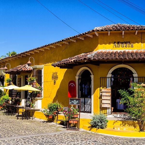 Arquitectura colonial en Suchitoto, El Salvador, centroamérica