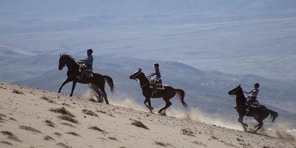 Cabalgata hasta dunas de La Chula, actividades en Explora Atacama, norte de Chile