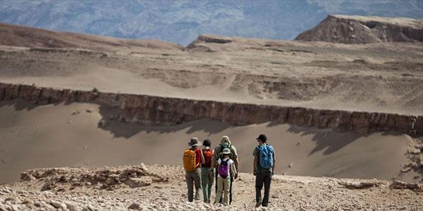 Ruta a pie Cordillera de la Sal, actividades en el Explora Atacama, Chile