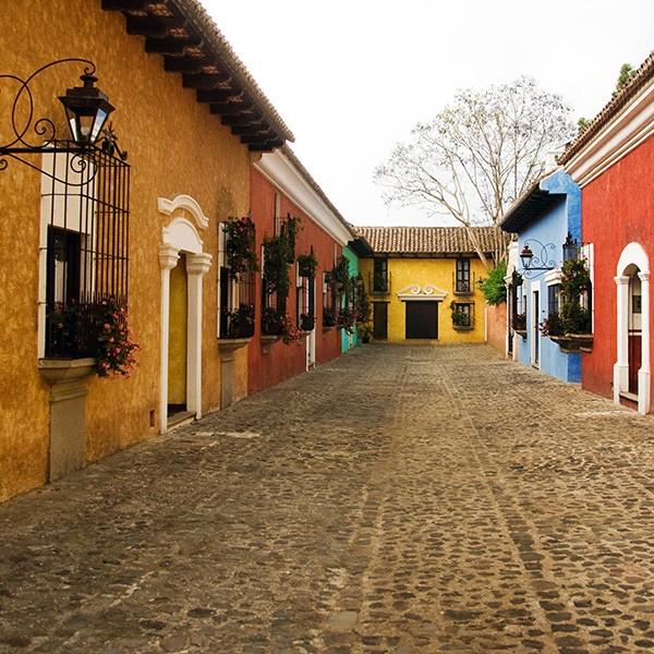 La Antigua, casas de colores, Guatemala