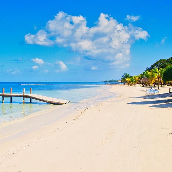 Playa de Roatán en Honduras