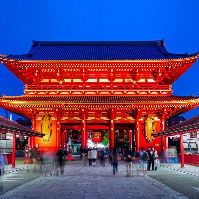 Templo rojo Sensoji en Tokio, inicio del combinado Japón y Bali
