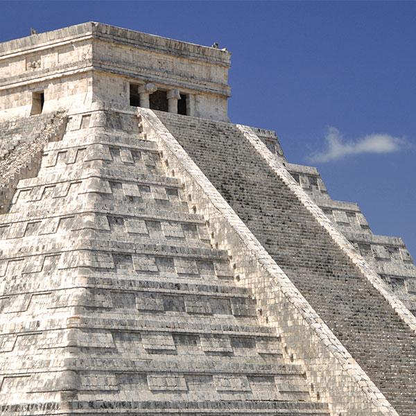 Templo Kukulkan en Chichen Itzá, México