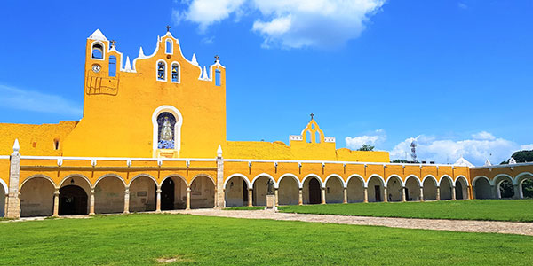 Izamal, ciudad de las tres culturas, México