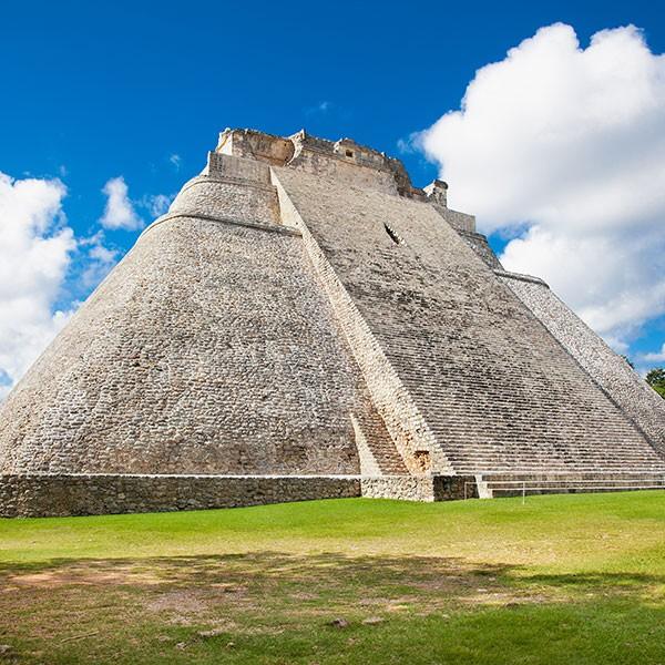 Pirámide del mago, Uxmal, México