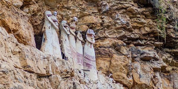 Sarcófagos de Karajía en Chapapoyas, norte de Perú