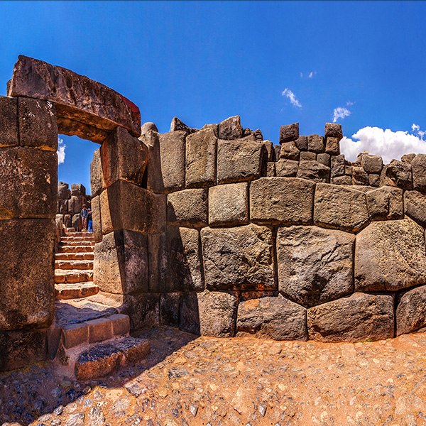 Visita a Sacsayhuamán en Perú