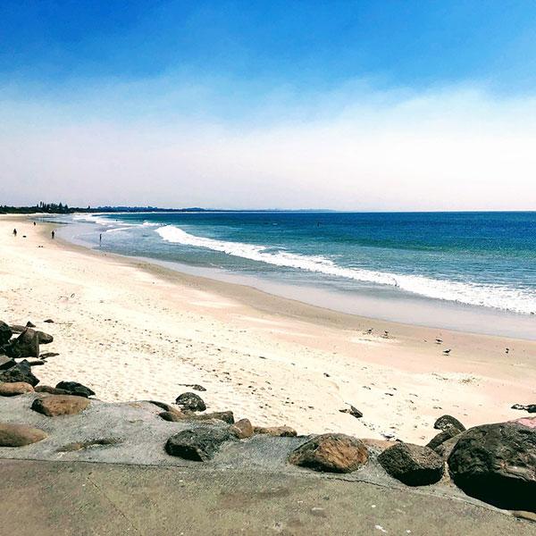 Playa de Byron Bay lugar de surfistas