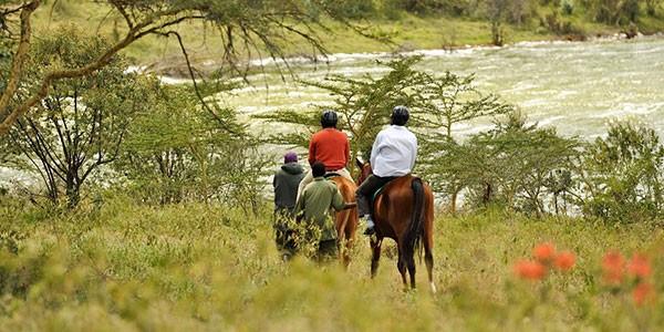 Paseo a caballo por el lago Elementaita en Serena Camp