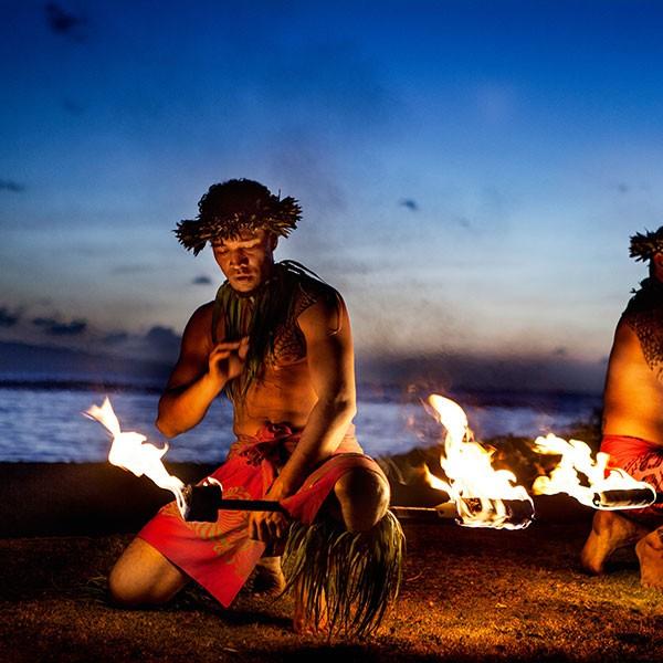 Ceremonia con bailes Hula en Hawái