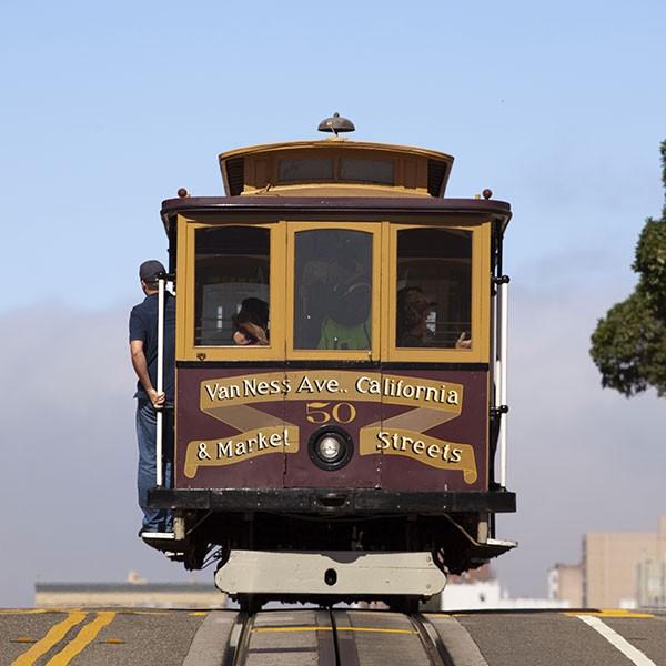 Tranvía en San Francisco, California fly and drive
