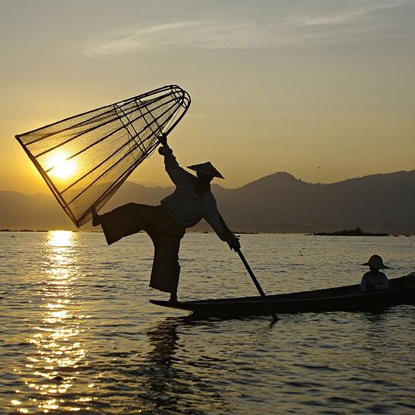 pescadores del lago Inle en el viaje de lujo a Myanmar
