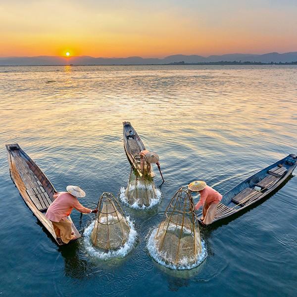 Pescadores Intha en el lago Inle, Myanmar