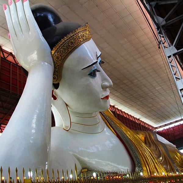 Buda reclinado en Rangún, Myanmar