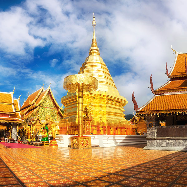 Templo dorado en Chiang Mai, Tailandia