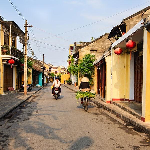 Calle de Hoi An en el viaje combinado Vietnam y Maldivas