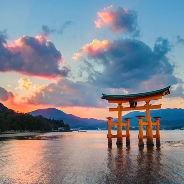 Santuario de Itsukushima en la Isla Miyajima, Japón