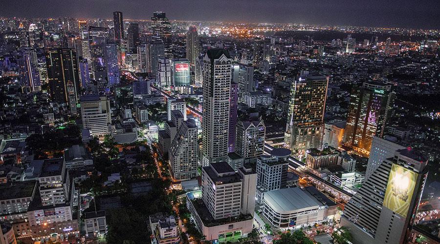 Vista panorámica de las calles Silom y Sathorn en Bangkok