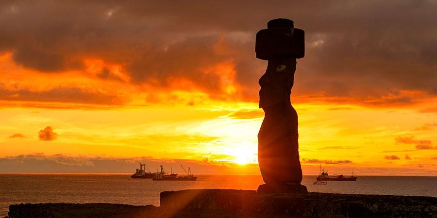 Atardecer en Ahu Tahai en los viajes a Isla de Pascua