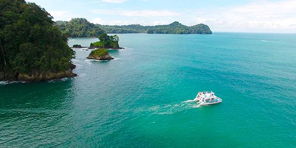 Paseo en catamarán por la costa de Manuel Antonio