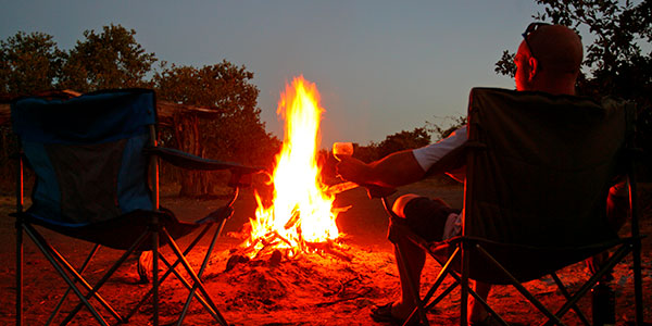 Cena en la sabana en el viaje de safari a Kenia